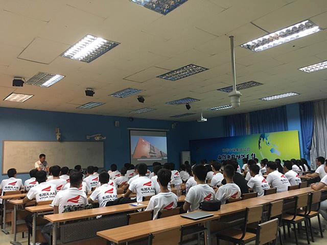 韦加无人机院校合作专业学生陆续报道入学3
