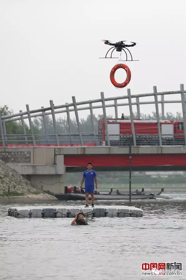 北京举行防汛实战演练 无人机成救援利器3