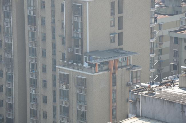 城管用无人机航拍取证楼顶违建2