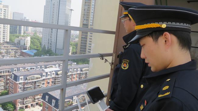 城管用无人机航拍取证楼顶违建1