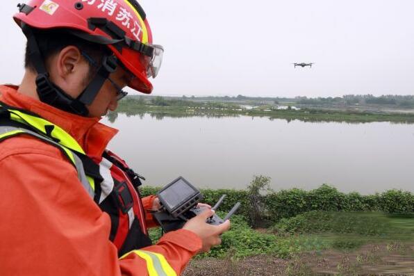 无人机应用场景:无人机巡堤和搜寻无人岛